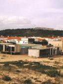 Câmara admite possibilidade de acabar com bairro 25 de Abril, na Meia Praia, onde está em curso o realojamento da 2.ª geração de moradores