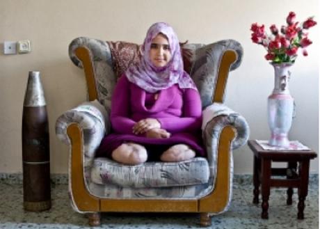 Jamila al-Habash, uma estudante de 16 anos do bairro Tufah na cidade de Gaza, foi atingida por um missil quando brincava no telhdado de sua casa. Gaza, Fevereiro 2010