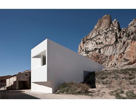 Fran Silvestre Arquitectos, maison sur la colline du château